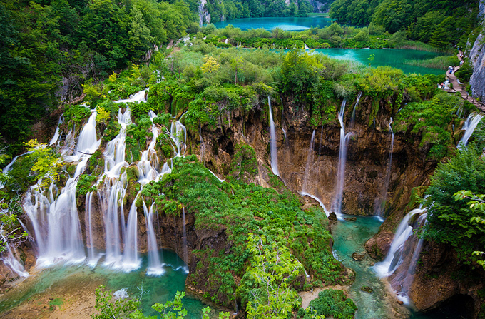 waterfalls-around-the-world-2